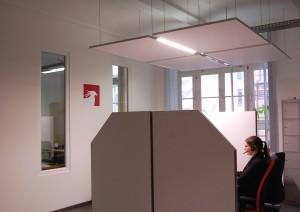 Vier akustisch voneinander separierte Arbeitsplätze ermöglichen entspannte Telefongespräche.